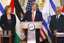 US Secretary of State - John Kerry with: Tzippi Livni (Israel rep) and Saeb Erekat (Palestinian rep)